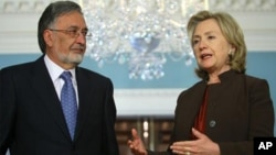 美國國務卿克林頓星期三和阿富汗外長拉蘇爾會晤