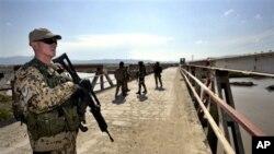 آیساف: د طالبانو ډله ییز بریدونه ۲۰ په سلو کې کم شوي