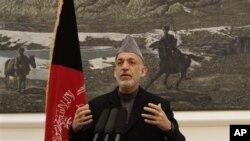 Tổng thống Afghanistan Hamid Karzai trong một cuộc họp báo tại dinh tổng thống ở Kabul, Afghanistan, 8/12/2012