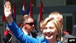 Клинтон начинает турне по Восточной Европе и Кавказу