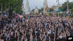 Người biểu tình Thái trong một cuộc tuần hành tại Bangkok, 16 tháng Tám, 2020.