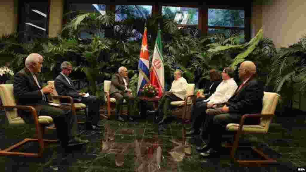 ظریف در سفر به آمریکای لاتین و جنوبی، با رائول کاسترو دیدار کرد.