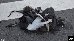 Hình do FBI công bố cho thấy một ba lô màu đen được dùng để chứa quả bom.
