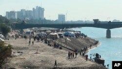 """Антиурядові протести тривають поблизу входу до """"Зеленої зони"""" у Багдаді, 26"""