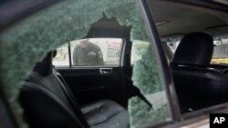حمله موتورسواران مسلح به خودرو حامل دو کارگر چینی در کراچی