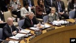 美国国务卿克林顿(前右一)3月12日在联合国部长会议上