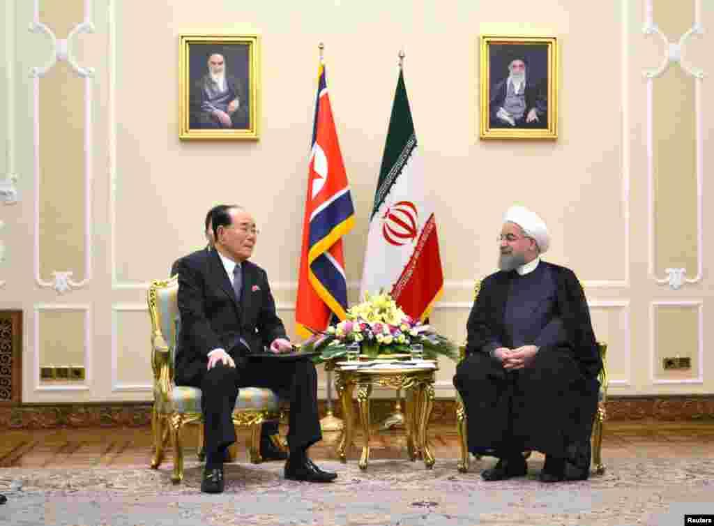 김영남 북한 최고인민회의 상임위원장(왼쪽)이 하산 로하니 이란 대통령 취임식 참석차 테헤란을 방문하고, 로하니 대통령과 면담했다.