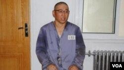 Кеннет Баю в трудовом лагере. 26 июня 2013 г.