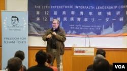 前白宮首席戰略師斯蒂芬•班農周三在東京舉辦的第十二屆族群青年領袖研習營上演講。(美國之音 歌籃拍攝 2017年11月15日)