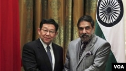 中印官員互訪頻繁﹐ 2012年8月27日中印兩國商務部長會晤。