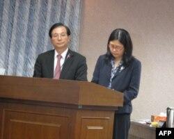 教育部长和陆委会主委接受质询