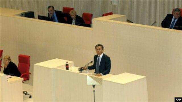 Novi gruzijski premijer Bidzina Ivanišvili obraća se poslanicima u parlamentu
