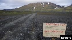 Papan peringatan di jalan menuju gunung berapi Bardarbunga di wilayah gletser Vatnajokull (19/8). (Reuters/Sigtryggur Johannsson)