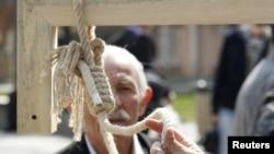 شمار اعدام ها در ایران در پنج ماهه اول ۲۰۱۲ تائید می کند که ایران یکی پیشتازترین استفاده کنندگان از مجازات مرگ است
