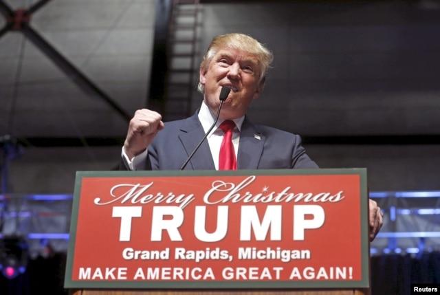 U.S. Republican presidential candidate Donald Trump addresses the crowd during a campaign rally in Grand Rapids, Michigan, Dec. 21, 2015.