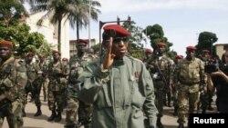Le ministre guinéen de la justice Cheik Saka au micro d'Abdourahmane Dia