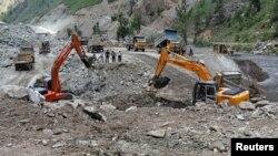 بھارتی کنٹرول کے کشمیر میں کشن گنگا ڈیم پر تعمراتی کام جاری ہے۔ فائل فوٹو