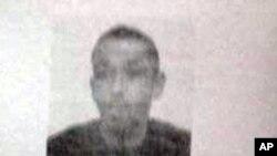 Un documento policial obtenido por The Associated Press identifica la dirección buscada en la ciudad de Chelles como la casa familiar de Karim Cheurfi, un hombre de 39 años con antecedentes policiales.
