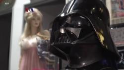 Topeng Darth Vader hingga Baju Dorothy dalam Lelang Legenda Hollywood