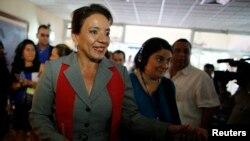 Xiomara Castro estaría empatando según las últimas encuestas con el candidato Juan Orlando Hernández del Partido Nacional.