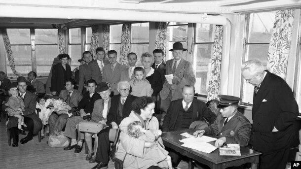 German immigrants at Ellis Island