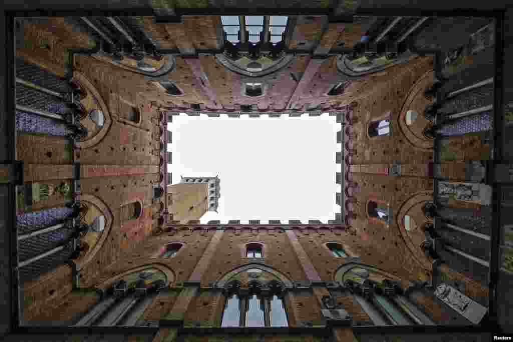 اٹلی میں مانگیا ٹاور کا ایک منظر۔