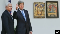 Indian Foreign Minister Salman Khurshid (L) smiles as U.S. Secretary of State John Kerry gives a thumbs up to media before their meeting in New Delhi, India, June 24, 2013.