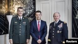 ولیعهد دانمارک، فردریک، در ملاقات با مارتین دمپسی، رییس سابق ستاد مشترک ارتش آمریکا.