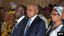 DRC opposition political leader Etienne Tshisekedi (Center R) and opposition leader Diomi Ndongala (Center L) are seen at a mass for peace at the Notre Dame church if Kinshasa in this June 22, 2012, file photo.