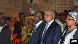 Etienne Tshisekedi et Eugene Diomi Ndongala à Notre Dame de Kinshasa le 22 juin 2012.