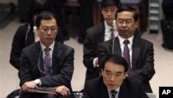 中国驻联合国代表李保东(前右)2月4日在安理会有关叙利亚问题会议上