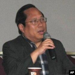 香港民主党主席,立法会议员何俊仁