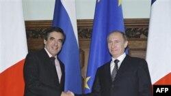 Премьер-министры Франции Франсуа Фийон и России Владимир Путин. Москва. Россия. 9 декабря 2010 года