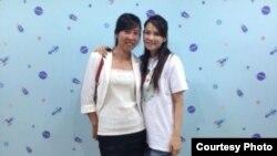 夏俊峰的遺孀張晶與伊能靜(伊能靜微博圖片)