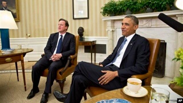 Presiden Barack Obama menjamu PM Inggris David Cameron di Kantor Oval, Gedung Putih di Washington (13/5).