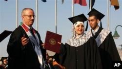 압바스 팔레스타인 수반이 새총리로 지명한 라미 함달라 총장 (사진왼쪽) (사진제공:AP)