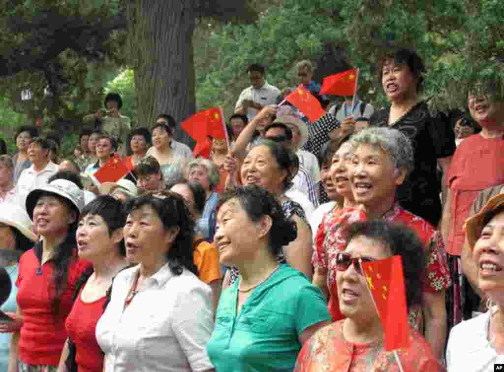 北京景山公园里的红歌团队