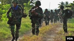 Pasukan TNI dalam latihan Pasukan Pemukul Reaksi Cepat (PPRC) di Poso, 31 Maret lalu (foto: VOA/Yoanes).