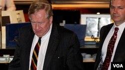 美国朝鲜人权问题特使罗伯特.金3月6日在北京与朝鲜官员会谈后返回酒店