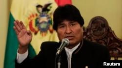El presidente boliviano, Evo Morales, pide a la familia de su expareja, Gabriela Zapata, a que le presenten a su hijo