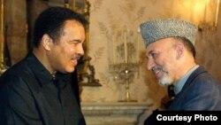 دیدار محمد علی با حامد کرزی در ۲۰۰۲ میلادی در کابل