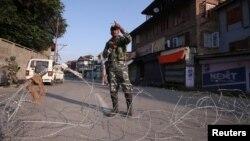 India terus menerapkan patroli keamanan ketat di wilayah Kashmir setelah dicabutnya status otonomi khusus awal bulan lalu.