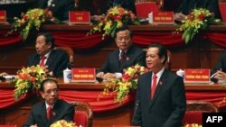Ông Nguyễn Tấn Dũng (phải) có phần chắc sẽ tiếp tục giữ chức vụ thủ tướng thêm một nhiệm kỳ 5 năm