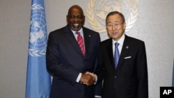 United Nations Secretary-General Ban Ki-moon, right, meets with Mali PM Cheick Modibo Diarra at UN Headquarters, September 23, 2012.
