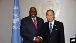 馬里總理迪亞拉(左) 在9月23日會見聯合國秘書長潘基文(右)