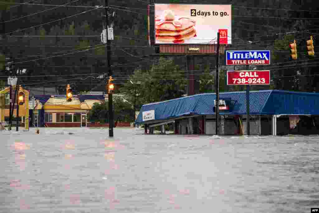Flood waters rise around a title loan store on Garners Ferry Road in Columbia, South Carolina, USA. South Carolina experienced a record rainfall, with at least 11.5 inches falling on Oct. 3.