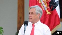 Tổng Thống Chile Sebastian Pinera thừa nhận rằng các nỗ lực xây dựng trong thời gian qua là quá chậm, nhưng ông hứa sẽ chú tâm đến tiến trình tái thiết đất nước