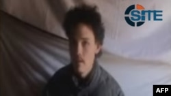 Trong hình ảnh được phát hành bởi Intelligence Group, con tin Canada Colin Rutherford xuất hiện trong một video trên trang web Taliban Afghanistan ngày 08 tháng 5 năm 2011.