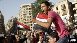 Những người chống ông Mubarak biểu tình phản đối bản án của ông