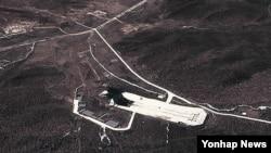 구글 위성사진으로 본 북한 평안북도 철산군 동창리 미사일 발사기지. (자료사진)